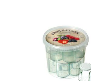 Ernte Eimer, gefüllt mit 14 Einmachgläsern
