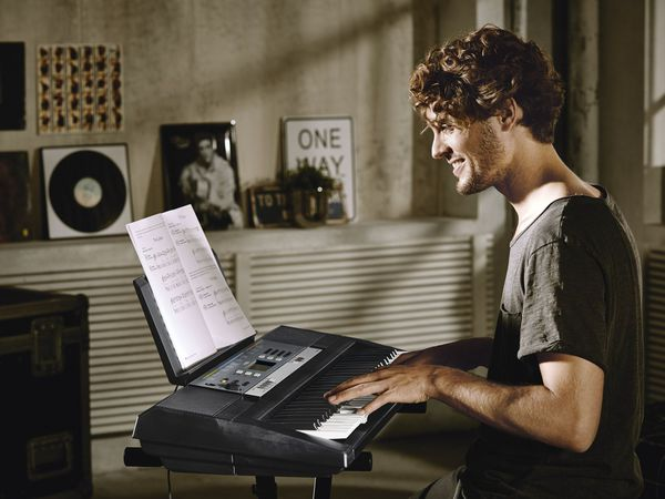 yamaha digitales stereo keyboard ypt 240 von lidl ansehen. Black Bedroom Furniture Sets. Home Design Ideas