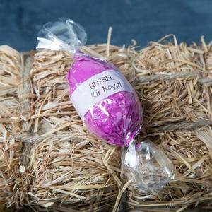 Praline Kir Royal in weißer Schokolade