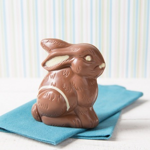 Schokoladen-Sitzhase Vollmilch-Schokolade 75g 5,31 € / 100g