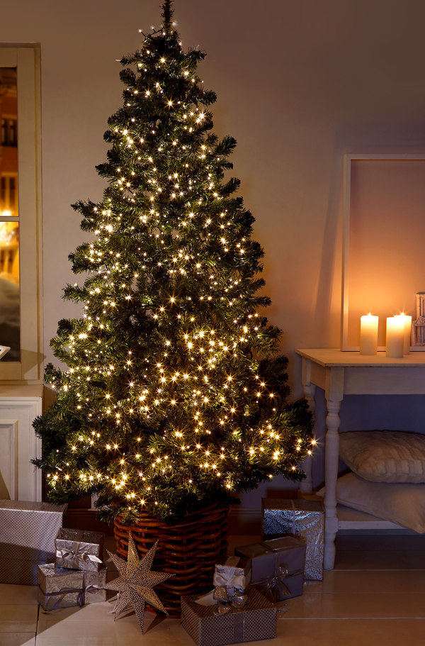 weihnachtsbaum lichterkette von woolworth ansehen. Black Bedroom Furniture Sets. Home Design Ideas
