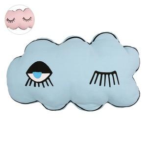 Wolken-Kissen mit Augen