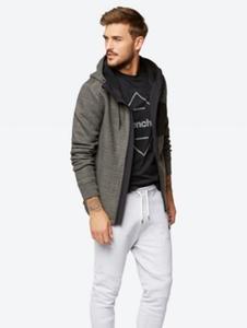 Jacke mit Reißverschlusstasche auf der Brust
