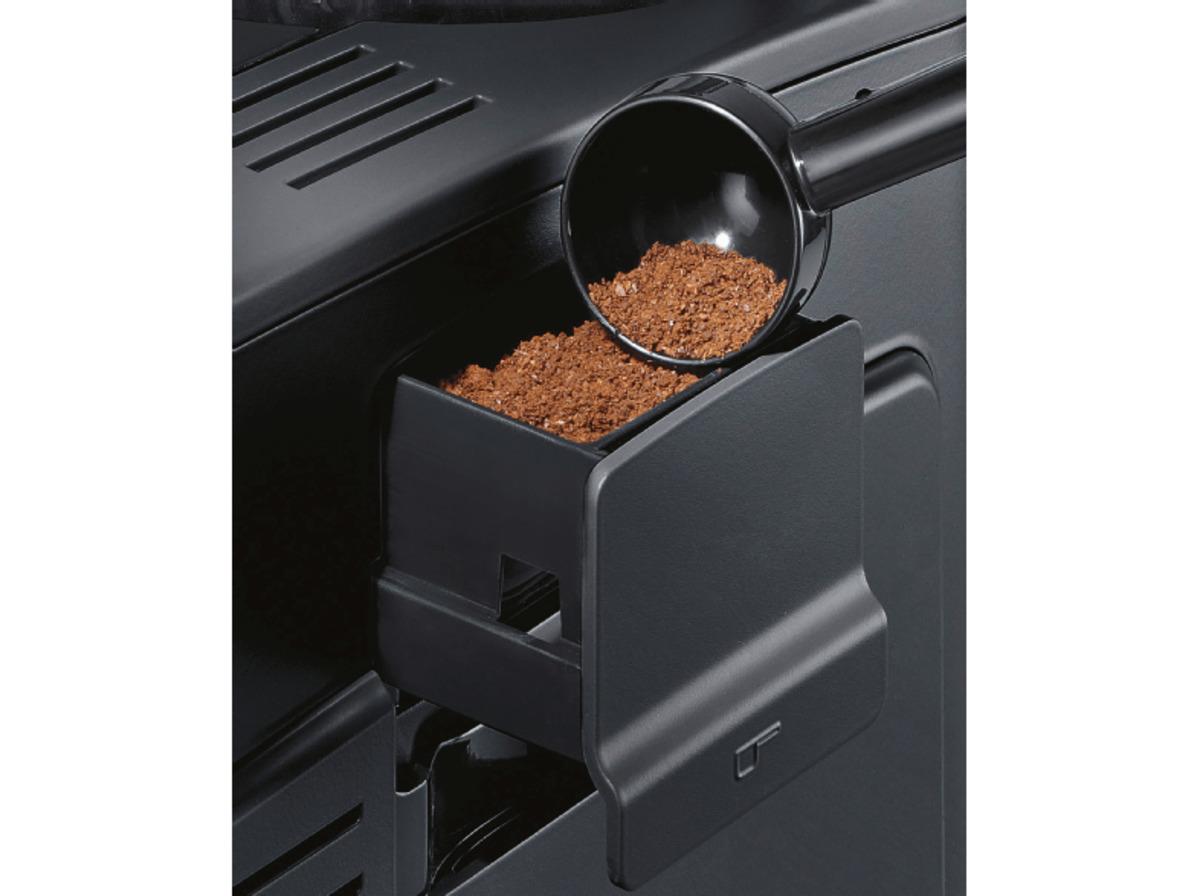 Bild 2 von SIEMENS TE 651509 DE EQ.6 Plus S100, Kaffeevollautomat, 1.7 Liter Wassertank, 15 bar, Keramikmahlwerk, Schwarz/Titanium metallic