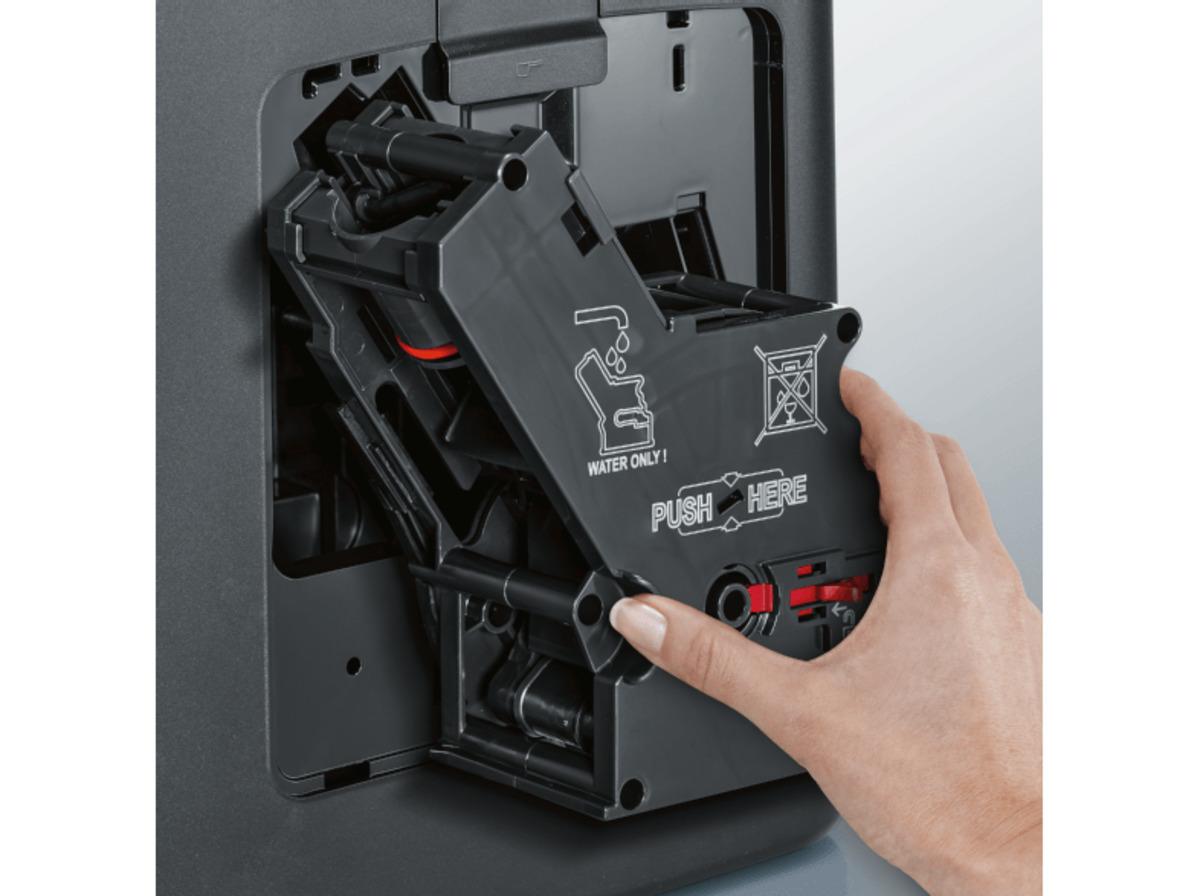 Bild 5 von SIEMENS TE 651509 DE EQ.6 Plus S100, Kaffeevollautomat, 1.7 Liter Wassertank, 15 bar, Keramikmahlwerk, Schwarz/Titanium metallic