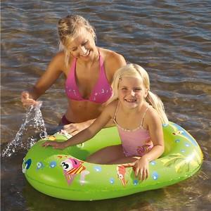 Kinder Schlauchboot