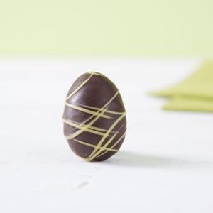 Eierlikör-Ei aus Zartbitter-Schokolade flüssig gefüllt 20g 2,50 € / 100g