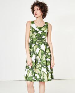 Trägerkleid mit Blätterdruck