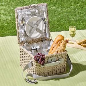 Picknickkorb mit Zubehör und Tragegurt