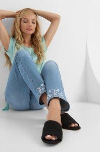 Jeans mit Blumen-Stickerei