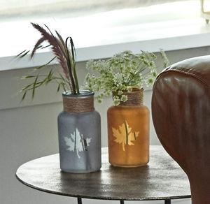 Glas-Vase mit ausgespartem Blatt, Ø ca. 6,5cm
