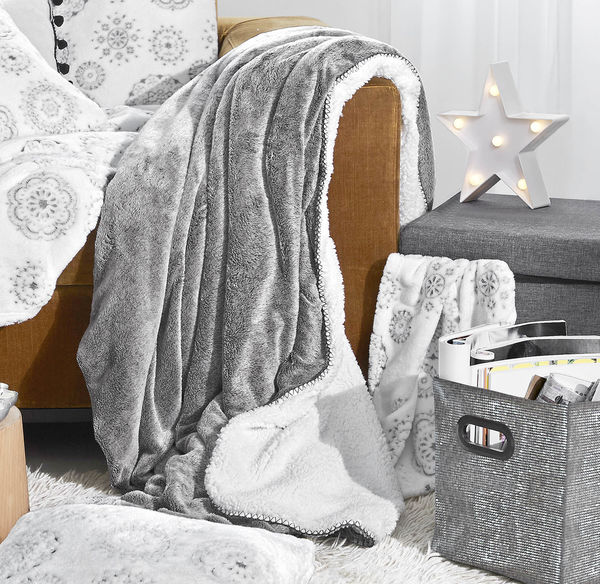 Home Flanell-Fleece-Kuscheldecke mit Lammfellimitat, ca. 140x190cm