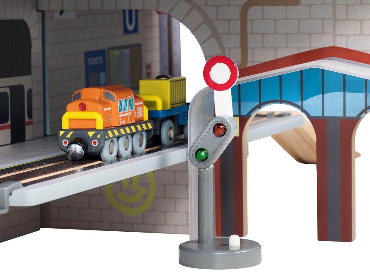 Bild 5 von PLAYTIVE® JUNIOR XXL-Holzbahnhofset