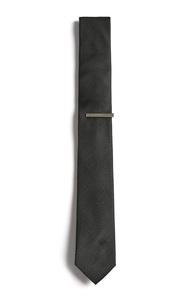 Schwarze Krawatte mit Nadel