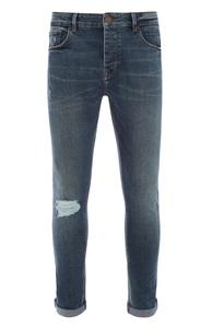 Blaue Jeans im Used-Look