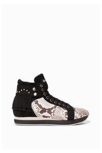 Miwok B&W  Sneakers