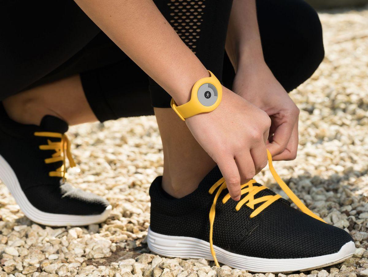 Bild 3 von Withings/Nokia Go, Aktivitätstracker, mit Armband und Clip, gelb