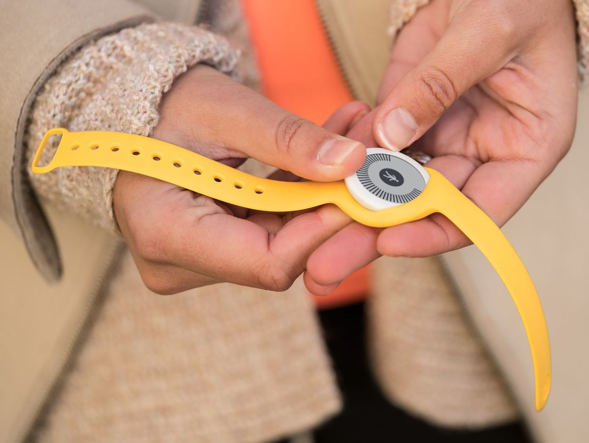 Bild 4 von Withings/Nokia Go, Aktivitätstracker, mit Armband und Clip, gelb