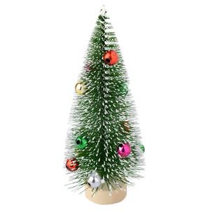 Deko-Weihnachtsbaum mit Kugeln