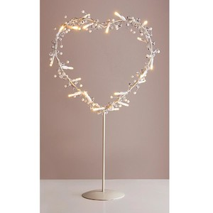 Metall-Herz mit LED und Perlen auf Ständer
