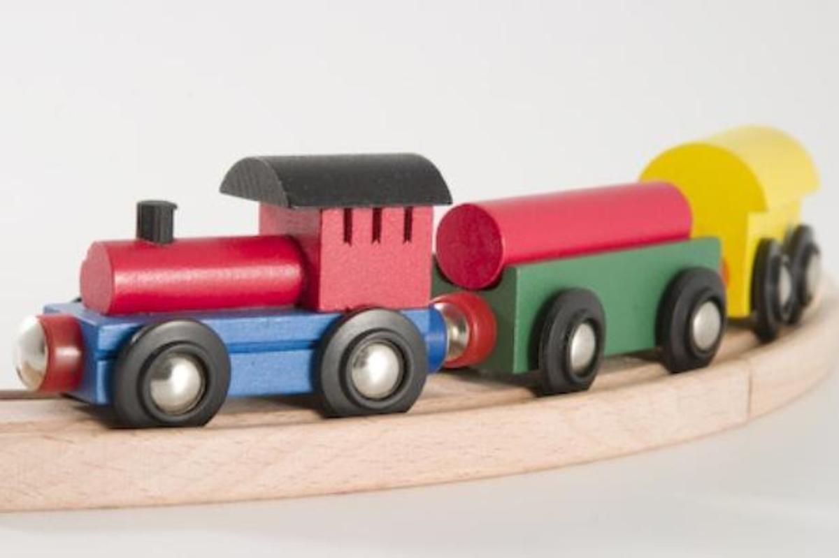 Bild 2 von Coemo Holzeisenbahn Eisenbahn Anlage aus Holz 35 Teile