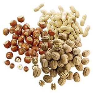 Nüsse, versch. Sorten z.B. Erdnüsse, Haselnüsse oder Walnüsse, je 100 g