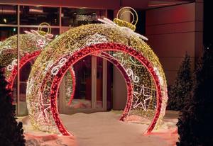 Riesen LED-Weihnachtskugel  300 cm hoch