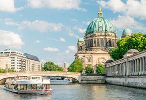 Deutschland - Berlin  Wochenend- Erlebnis an der Spree