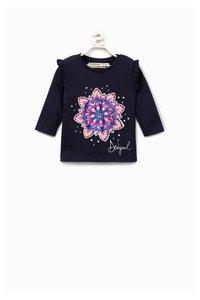 Noemi T-Shirt