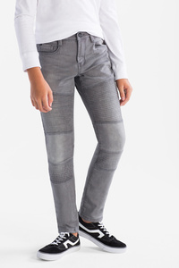 Here and There         THE TAPERED JEANS - Jog Denim