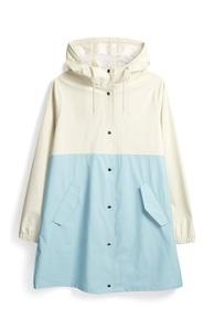 Blau-weiße Regenjacke