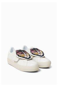 Star Vel Animal  Sneakers