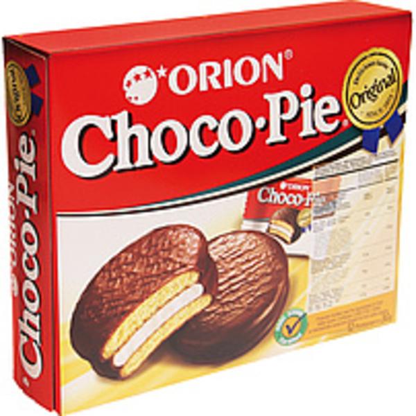 Gebäck gefüllt mit Schaumzuckerware in kakaohaltiger Fettgla...