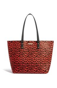 Rote Tragetasche mit Leopardenmuster
