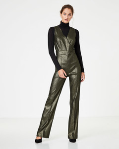 Lurex-Jumpsuit in Wickeloptik