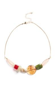 Halskette mit verschiedenen Steinen