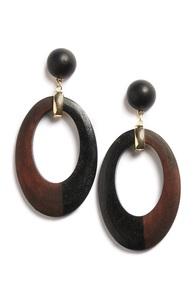 Braune Ohrringe aus Holz