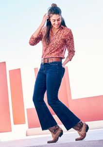 Curvy Flared Leg: Dunkle Jeans