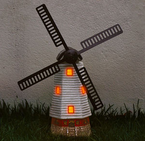 Solar-Windmühle mit warmweißen LEDs, ca. 18x42cm