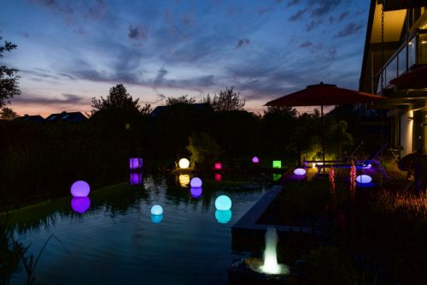 Telefunken RGB-LED Solar-Gartenleuchte 30 cm Oval