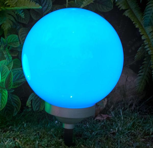 Solar-Kugelleuchte mit farbenfrohem Licht, Ø ca. 25cm