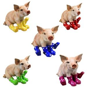 Gartendekoration Schwein mit Stiefeln in verschiedenen Farben