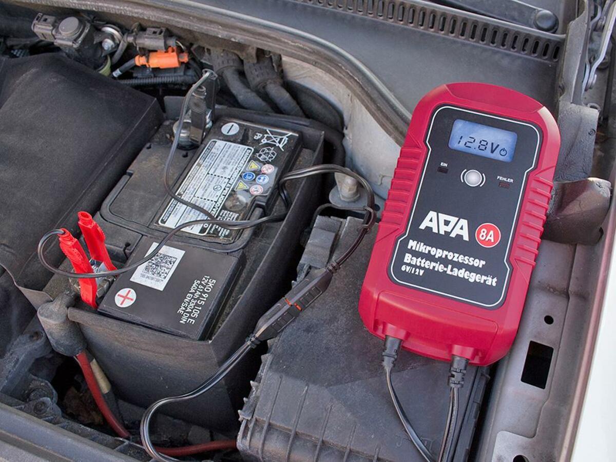 Bild 3 von APA Mikroprozessor Batterie-Ladegerät 6/12V 8A