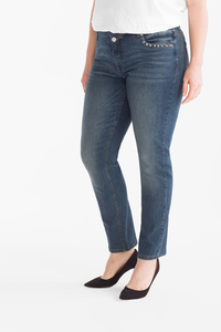 Yessica         THE SLIM JEANS