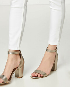 Sandaletten aus Metallic-Leder