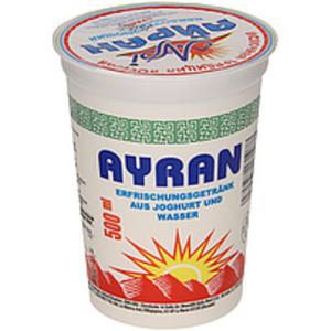"""Erfrischungsgetränk aus Joghurt und Wasser """"Ayran"""""""