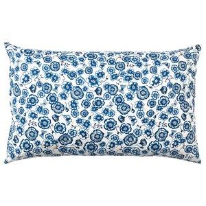 SÅNGLÄRKA                                Kissen, Blume, blau weiß, 65x40 cm