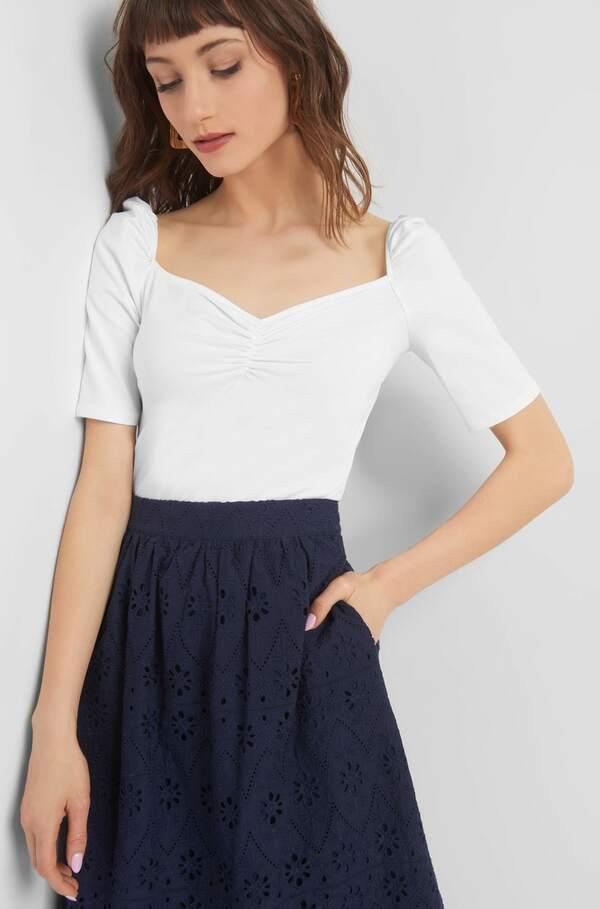 Shirt mit weitem Ausschnitt