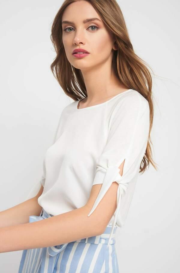 Shirt mit Zierschleife