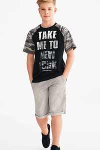 Here and There         Set - Kurzarmshirt und Jeansbermudas